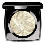 """""""Camélia de Plumes Highlighting Powder"""" von Chanel, ca. 56 Euro"""