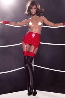 Topmodel Joan Smalls zeigt sich im März kampfeslustig.