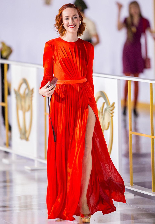 """Jena Malone leuchtete bei der Hollywood-Premiere von """"The Hunger Games: Mockingjay - Teil 1"""" im langärmeligen Emanuel-Ungaro-Kleid besonders schön."""