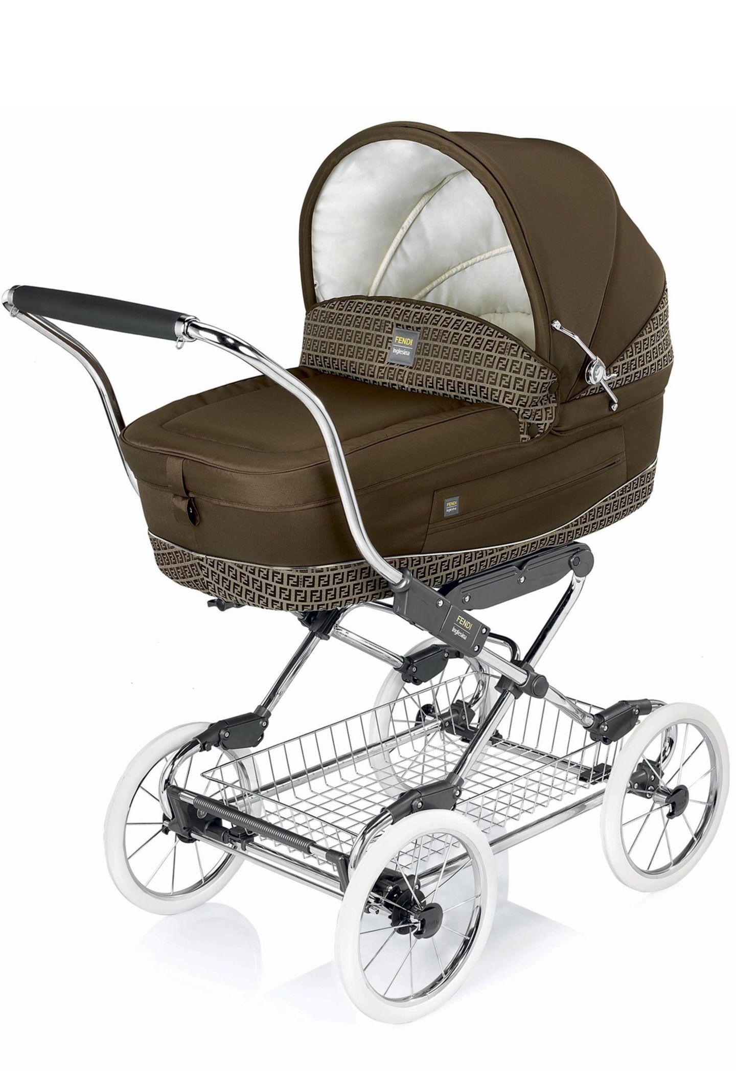 Luxuskarosse: Kinderwagen von Fendi, ca. 1.600 Euro, über www. grimms-glueckskinder-fashion.de
