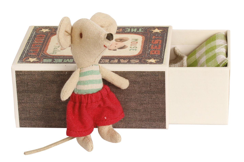 """Kuscheltierchen: Das Mäusekind """"Little Brother"""" schläft in seiner eigenen, zehn Zentimeter langen Box. Von Maileg, ca. 18 Euro, über www.bertine.de"""