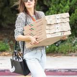 Alessandra Ambrosio kauft reichlich Pizzen für die Schulparty ihrer Tochter Anja Louise.
