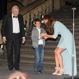 21. Oktober 2014: Nachdem sie mehrere Wochen lang Termine absagen musste, stürzt sich Herzogin Catherine wieder in ihre Aufgaben. Sie übergibt den Preis für den Wildlife-Fotografen des Jahres in einem Museum in London. Und dabei zeigt sie sich charmant und glamourös wie eh und je.