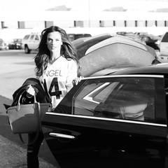 Mit einer schicken Limousine wurde Alessandra Ambrosio früh am Morgen am JFK Airport in New York vorgefahren.