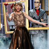 """Taylor Swift zeigt mit ihrem Song """"Blank Space"""" eine beeindruckende Bühnenshow."""
