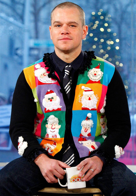 Auffallend kitschig und völlig überladen ist die Strickjacke, die Matt Damon 2011 in einer Talk-Show trägt. Seiner verschmitztes Lächeln lässt jedoch erahnen, dass es sich hierbei um einen Scherz anstatt um eine Geschmacksverirrung handelt.