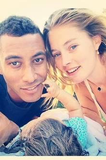 Der niederländische Dj Sunnery James ist der Mann an der Seite von Topmodel Doutzen Kroes. Seit November 2014 ist das Paar verheiratet, die Kinder Phyllon (geboren 2011) und Myllena (geboren 2014) komplettieren die hübsche Familie.