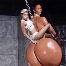 Cara Delevingne erlaubt sich einen Spaß mit Kim Kardashian und Miley Cyrus. Beide Stars haben in letzter Zeit mit viel Körpereinsatz auf sich aufmerksam gemacht.