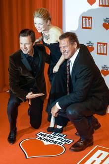 Sängerin Linda Hesse posiert mit Mucki-Mann Ralf Möller.