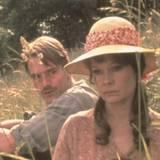 """1978 spielt sie noch als unbekannte Jungschauspielerin neben Jeremy Irons in dem Film """"Langrishe, Go Down""""."""