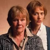 """2001 charakterisiert Judi Dench die Rolle der Iris Murdoch in """"Iris""""."""