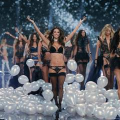 Die Victoria's Secret Fashion Show findet erstmals in London statt.