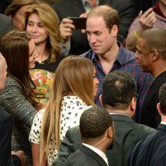 Nach dem Basketballspiel machen sich Kate und William mit einem Paar bekannt, das in den USA in etwa den gleichen Status genießt wie die beiden: Beyoncé und Jay-Z.