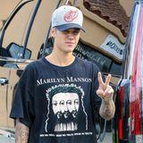 In Santa Monica wird Justin Bieber mit einem Marilyn Manson T-Shirt gesichtet.