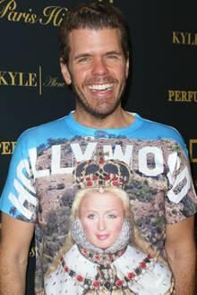 Promi-Blogger Perez Hilton, der mittlerweile selbst als Star durchgeht, zollt seiner Fast-Namensvetterin Paris Hilton Tribut, in dem er sie mit Krone vor der Hollywoodkulisse auf der Brust trägt.