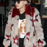 Nicht nur auf Modemagazin-Covern, sondern auch auf Oberteilen gibt Kate Moss ein gutes Motiv ab. Das verleitet Stars wie Rita Ora immer wieder dazu ihren Respekt gegenüber dem Topmodel zu zollen.