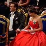 Liebevolle Geste: Prinzessin Victoria und Prinz Daniel.