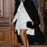 Kim Kardashians Kontrast-Coup: Bei einer privaten Shopping-Tour mit Ehemann Kanye West durch Frankreichs Hauptstadt hält sich Kim bei ihrem Outfit streng an den Pariser Schick.