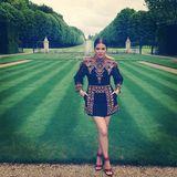 Zum Brunch vor der Hochzeit ihrer Schwester Kim trägt Khloe Kardashian im Mai ein reich besticktes Minikleid von Valentino, das ein halbes Jahr zuvor bei den Pariser Fashionweek auf dem Catwalk präsentiert wurde.