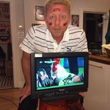 30. Juni 2014: Schwarz, Rot, äh? Lieber Boris Becker, beim nächsten Deutschlandspiel kannst du das mit dem Flaggen schminken ja nochmal üben.