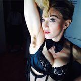 21. März 2014: Mit auffälligem Achselhaarwuchs will Madonna bei Instagram mal wieder Aufmerksamkeit erregen.