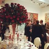 Rote Rose überall: Elton John und David Furnish kreierten eine besonders romantische Stimmung durch ihre Blumenwahl.