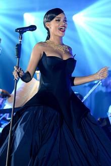 Für ihren Auftritt hat sich Rihanna nochmal umgezogen.