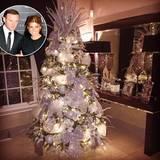Kitsch as Kitsch can! Spielerfrau Coleen Rooney liebt ihren glitzernden Baum und zeigt ihn stolz ihren Twitter-Followern.