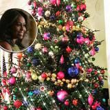 """O Tannenbaum: Und auch bei ihrem zweiten Baum setzt Michelle Obama anscheinend auf das Motto """"Mehr ist mehr"""". Kunterbunt hat sie dieses Exemplar behängt, das ebenfalls im Weißen Haus steht."""