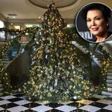 Mit einem Gesamtkunstwerk in Silber und schwarzen Schleifen feiert Kris Jenner in diesem Jahr Weihnachten.