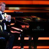 14. November 2013  Über diese besondere Auszeichnung zeigt sich der Künstler sichtlich gerührt. Dafürbedankt sich musikalisch bei seinem treuen Publikum.