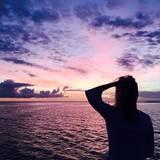 Reese Witherspoon macht über den Jahresumbruch Urlaub am Strand und schickt Neujahrsgrüße vor einem atemberaubenden Sonnenuntergang.