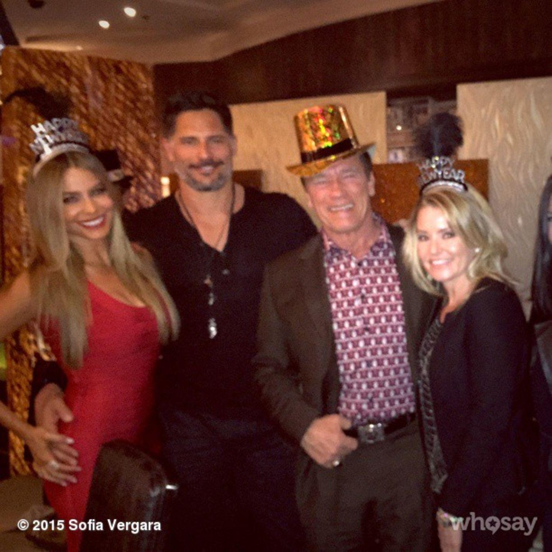 Die Frischverlobten Sofia Vergara und Joea Manganiello feiern gemeinsam mit Arnold Schwarzenegger und seienr Freundin Heather Milligan ins neue Jahr.