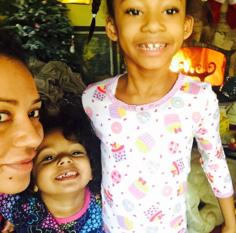 Gemeinsam mit ihren Töchtern Angel und Madison beginnt für Sängerin Mel B das neue Jahr. mel b,