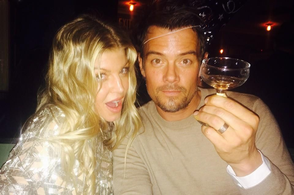 Auch Fergie und Josh Duhamel wünschen ihren Fans über Facebook ein frohes neues Jahr.
