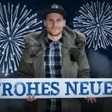Auch Fußballer Benedikt Höwedes wünscht ein frohes neues Jahr.