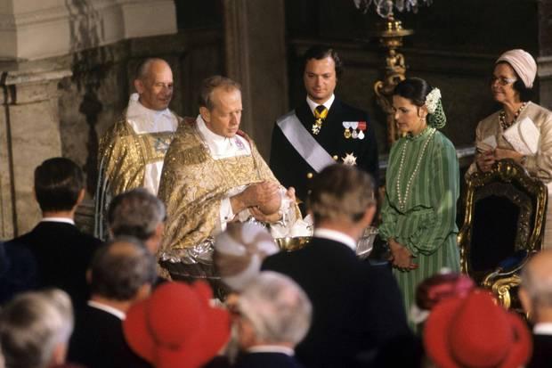 Im Alter von gut zwei Monaten wird die erste Tochter von Schwedens König Carl Gustaf und seiner Frau Silvia 1977 in der Kapelle des königlichen Palastes in Stockholm getauft.