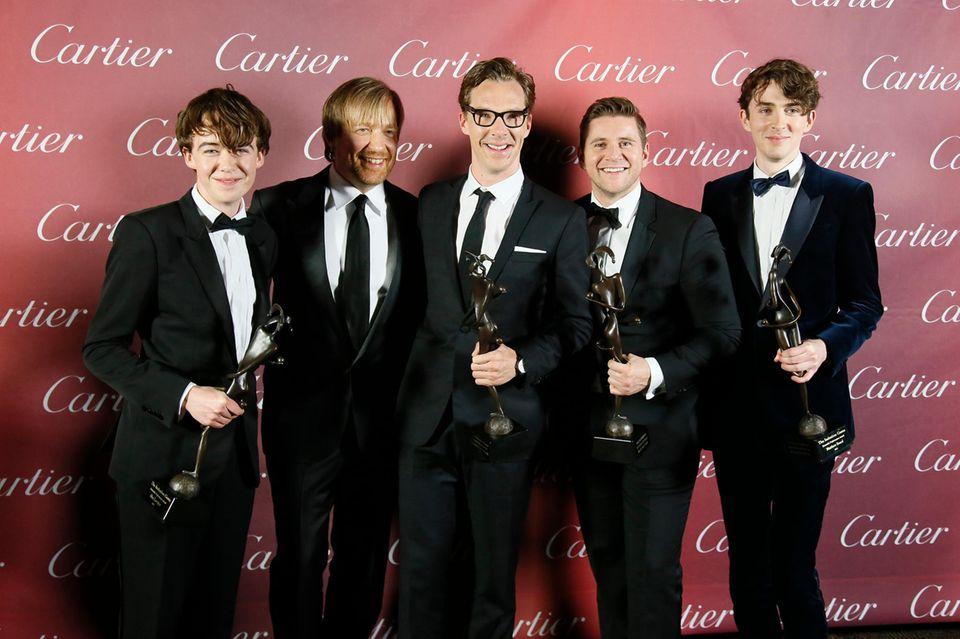 """Alex Lawther, Benedict Cumberbatch, Allen Leech und Matthew Beard bekommen für ihre Leistung in """"The Imitation Game"""" den Award für die beste Ensemble-Performance. Da posiert auch Regisseur Morten Tyldum (Zweiter von links) gern mit für die Fotografen."""