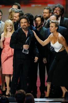 """Die Besetzung von """"The Big Bang Theory"""" steht auf der Bühne. Die Serie ist beim Publikum am beliebtesten."""
