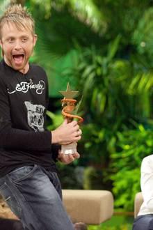 3. Staffel - 2008 - Ross Antony  Der witzigste Gewinner ist auf jeden Fall Ross Antony, nach fünf Dschungelprüfungen darf sich der Sänger auf den Thron setzen.