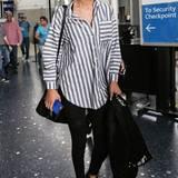Ein Boyfriend-Hemd und schmale Leggings - mehr braucht es nicht für den Supermodel-Look à la Gigi Hadid.
