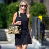Großstadtsafari: Zu ihrem schlichten schwarzen Minikleid stylt Nicky Hilton ausschließlich Accessoires in Leo-Optik.