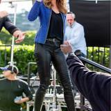 Oben elegante Business-Lady, unten rockiges Modemädchen - Cindy Crawford ist nicht nur auf dem Laufsteg top, auch in Sachen Styling weiß sie wie es läuft.