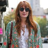 """""""Florence and the Machine""""-Frontfrau Florence Welch genießt ihren freien Tag in New York in einem trendigen Boho-Look mit farbenfrohem Kimono und Flared Jeans."""