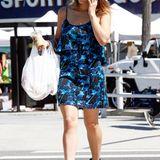 Sängerin und Schauspielerin Katherine McPhee mag's privat ganz lässig und geht gut behütet im sommerlichen Kleid und mit kurzen Lederbooties einkaufen.