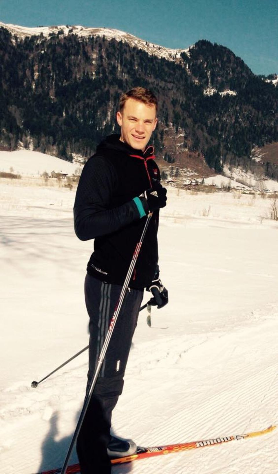 März 2015  Manuel Neuer genießt seinen Sonntag im Schnee.