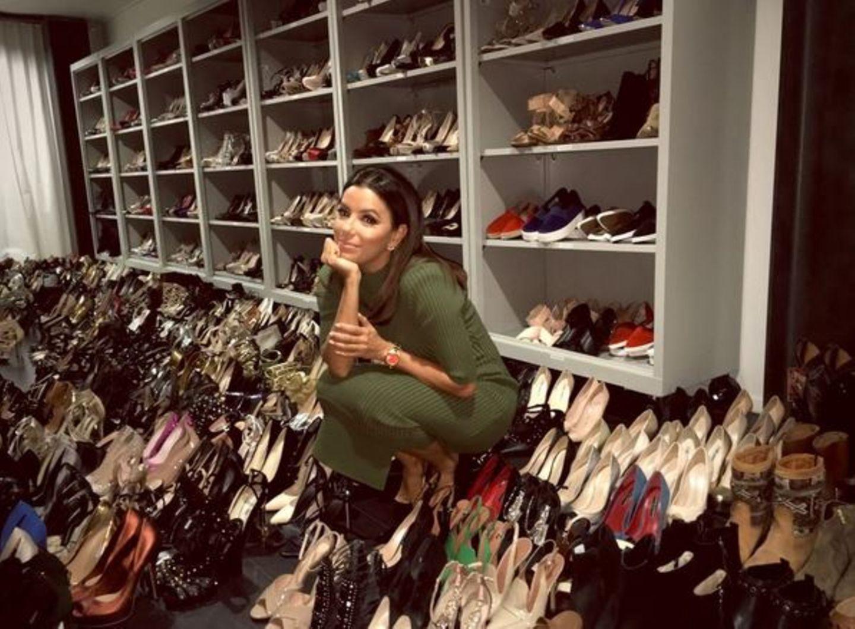 November 2015  Eva Longoria träumt sich in rachel Zoes Scharnk in den Schuhhimmel.