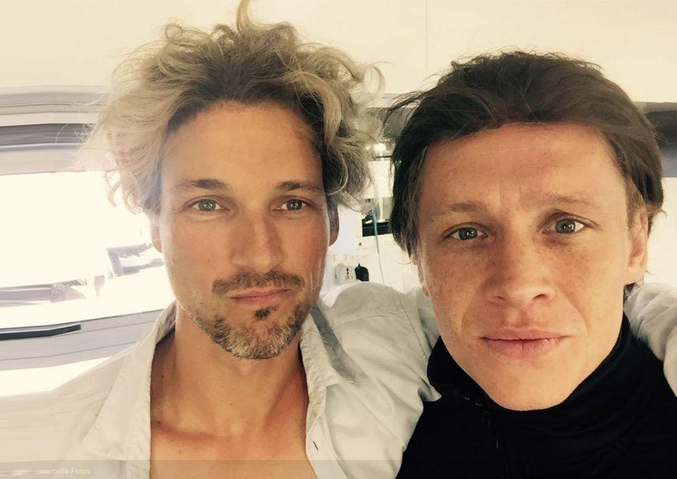 """Florian David Fitz postet dieses lustige Foto von sich und Matthias Schweighöfer auf Instagram mit dem Kommentar: """"Florian Silbereisen! Den anderen kenn ich nicht."""""""