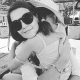 September 2015  Dieses herzliche Umarmung mit Surie teilt Katie Holmes mit uns auf Instagram.