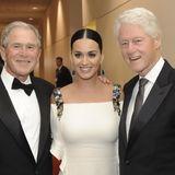 Juli 2015  Katy Perry trifft die beiden Ex-Präsidenten George W. Bush und Bill Clinton.